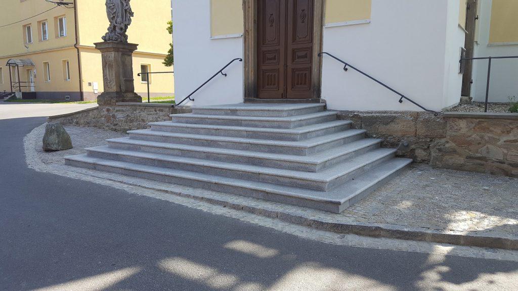 Žulové schody - kostel Libina