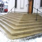 Venkovní schody ke kostelu