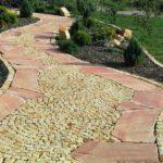 Zahradní cesta z pískovcových kostek