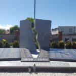 pomníky, náhrobky, památníky
